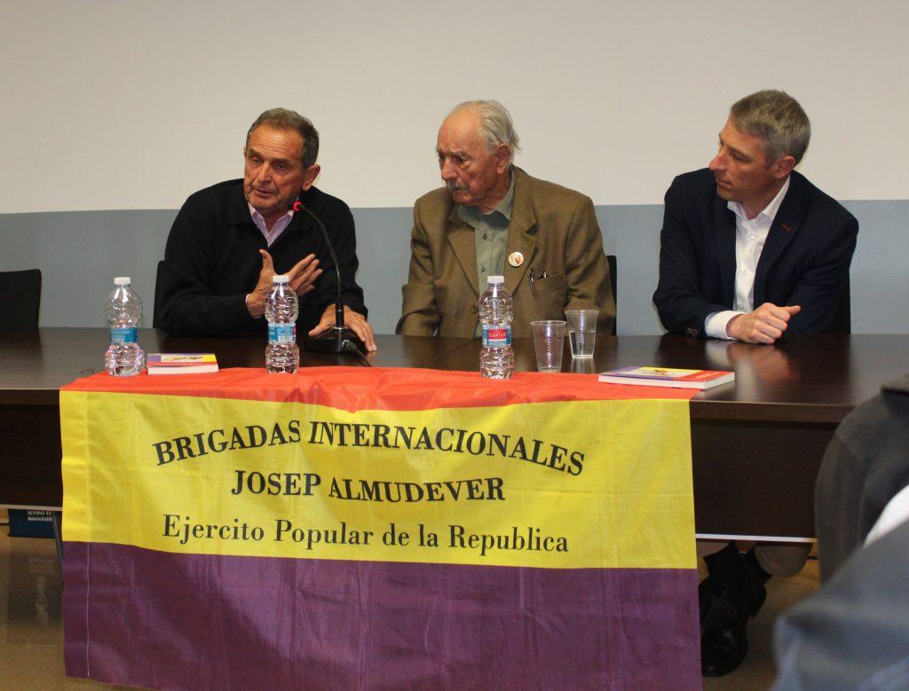 José Almudéver Mateu (al centre)